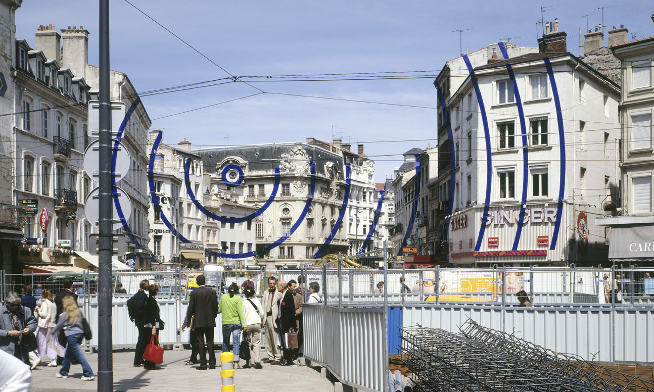 Figure 4: Felice Varini, Between Heaven and Earth (2005, acrylic paint on buildings, street and sign post.)