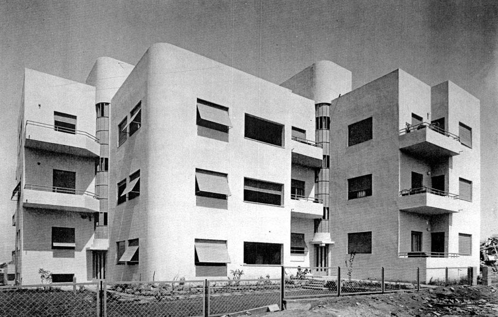 Photo of a Bauhaus style building as part of 'White Tel-Aviv' (1933). Architect: Yitzhak Rapaport. Image in public domain.
